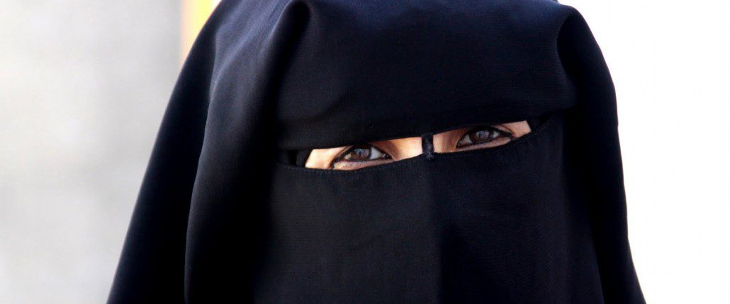 Burka-Lady-1030x686