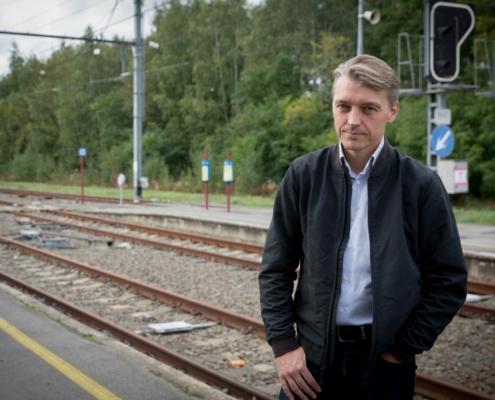 Photo du Député fédéral Eric Thiébaut sur un quai de gare